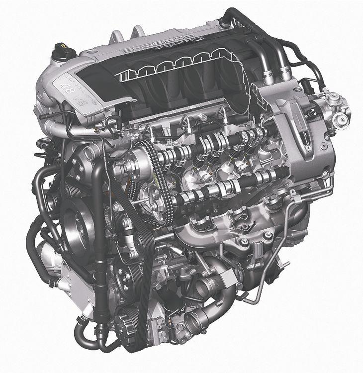 Отныне все двигатели Кайенна — с непосредственным впрыском. А восьмицилиндровые моторы версий Cayenne S и Cayenne Turbo (на фото) помимо увеличенного рабочего объема (с 4,5 до 4,8 л) обзавелись фирменной «клапанной» системой VarioCam — на снимке ее можно идентифицировать по «лишним» кулачкам «впускного» распредвала