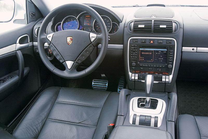 Салон Porsche несет фамильные черты, но едва ли войдет в сокровищницу дизайнерской мысли