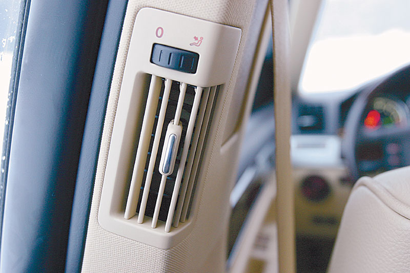 Дефлекторы на средних стойках нечасто встречаются даже на дорогих машинах