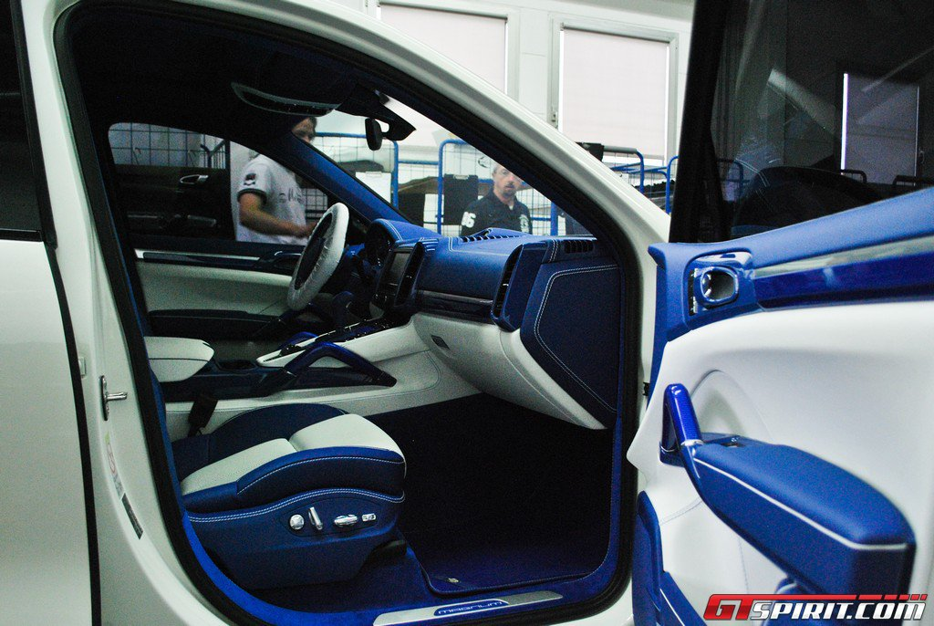 TechArt_carbon_bluer_4.jpg